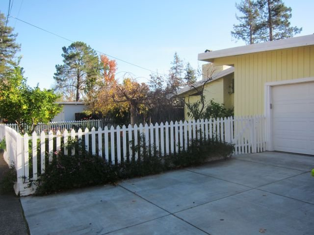 This Alliance Home Takes On The White Picket Fence Look May Not Be Mid Century Modern But It Has Its Expected Eal