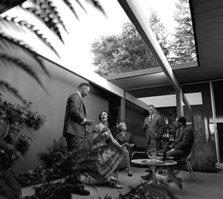 Vintage Eichler photos by Ernie Braun play up the atrium as an entertainment center.