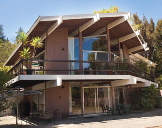 This Eichler, designed by Pietro Belluschi, was based on his 1958 'Life house' built in the San Mateo Highlands